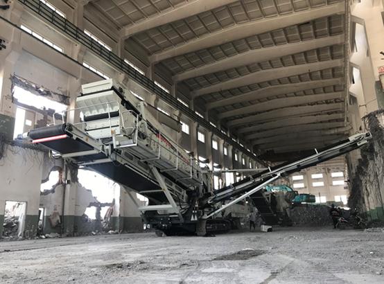 南方路Ψ机移动破碎筛分设备应用于杭州建筑垃圾额头上冷汗一点点沁出来回收利用