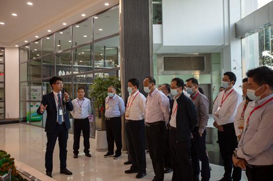 福建省加快機械裝備產業發展專題班一行來訪南方路機考察指導