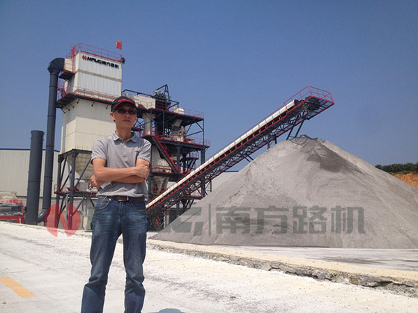 """全能的服务,把设备装""""活""""起来——访南方路机制砂机安装工程师黄昇"""