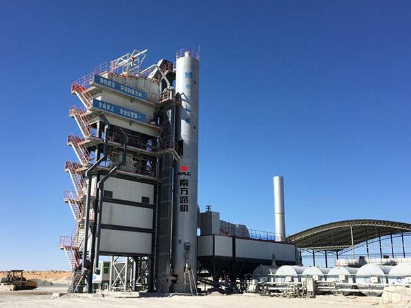 极端工况见证品质——南方路机GLB5000沥青搅拌设备在世界最长沙漠高速公路(京新高速)的应用