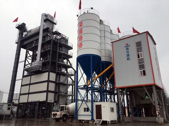 葡京赌场官网环保型沥青混合料搅拌设备在沧州荣盛的应用