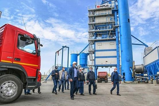 俄羅斯韃靼斯坦共和國總統參觀南方路機瀝青攪拌設備