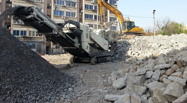 【工地报告】南方路机履带移动反击式破碎站,应用于建筑垃圾资源化利用项目