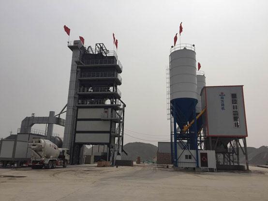 河北滄州榮勝——南方路機GLB4000+Rlb2000瀝青混合料攪拌設備+HZS180混凝土攪拌設備的應用